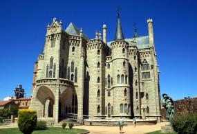Palacio Episcopal de Gaudí 01