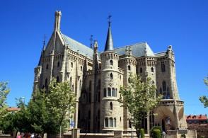 Palacio Episcopal de Gaudí 02