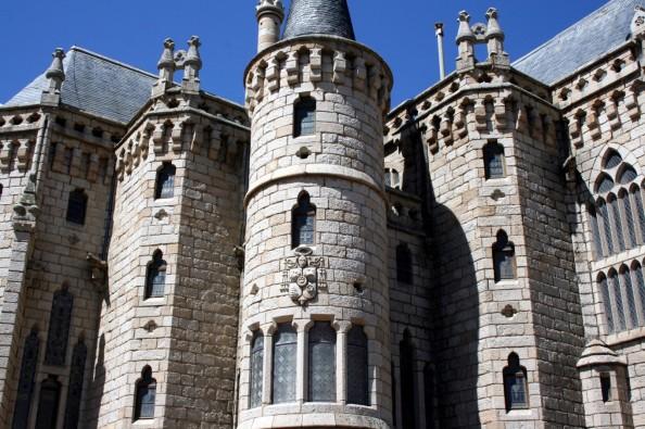 Palacio Episcopal de Gaudí 03